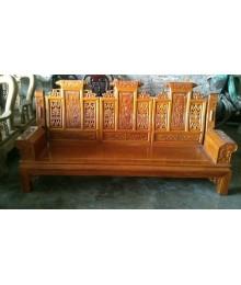 Bàn ghế bằng gỗ căm xe